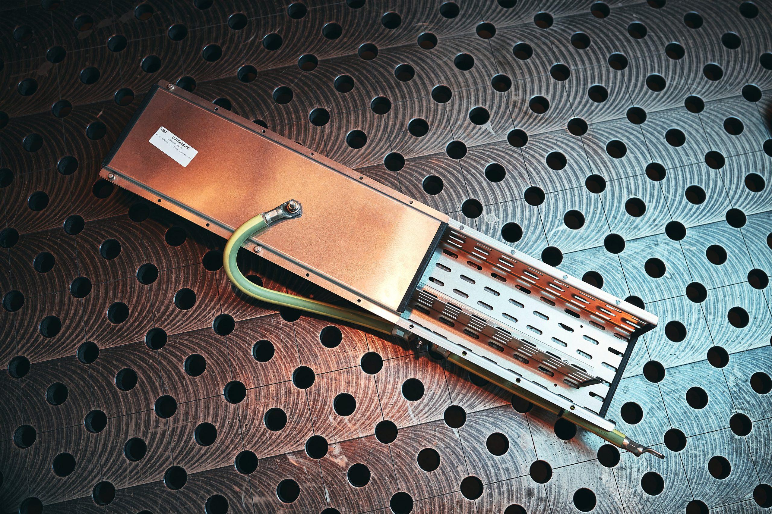 Fabricación de canaletas de conexión para trenes